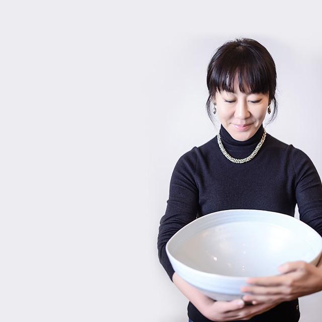 Yin Yoonshin, fondatrice de Yido, expose son art céramique à Villa Violet Paris