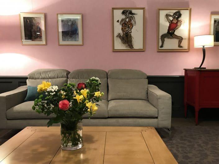 œuvres de Dominique Albertelli exposées en situation dans le Salon de Villa Violet Paris