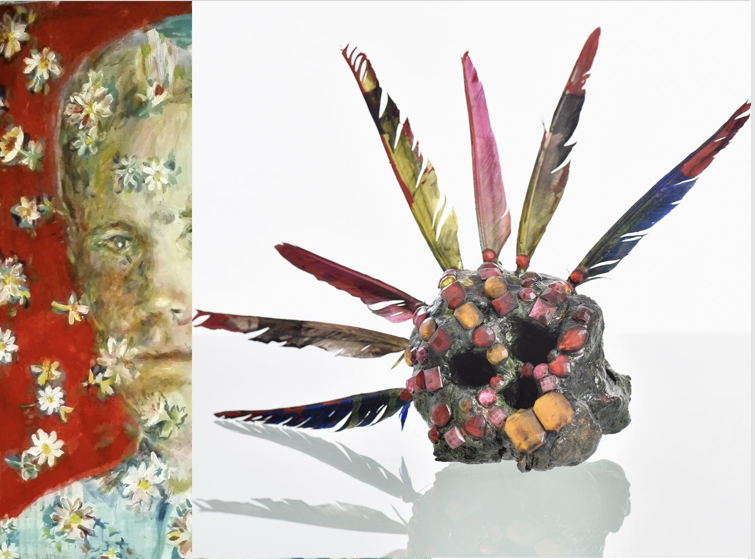 """Affiche exposition Entre tous ses mondes, portrait """"presence"""" inspiré de l'agent dale de Twin Peaks et une tête réduite transformée en reliquaire précieux"""
